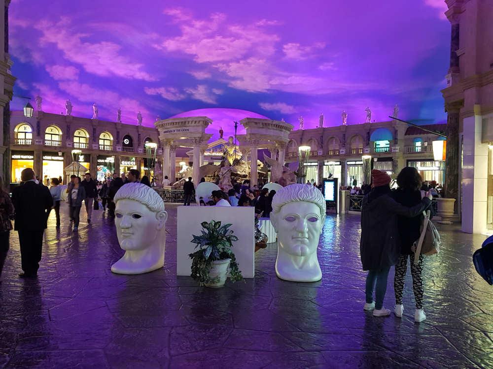 Wandelen door The Forum Shops, het winkelcentrum van Caeasars