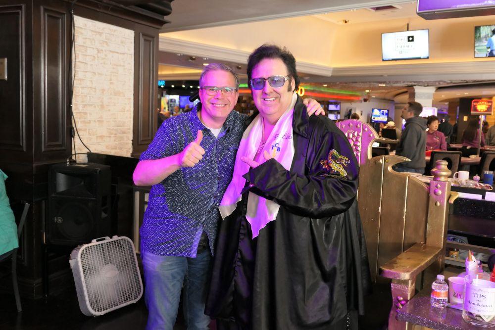 LasVegasNic op dee foto met Big Elvis