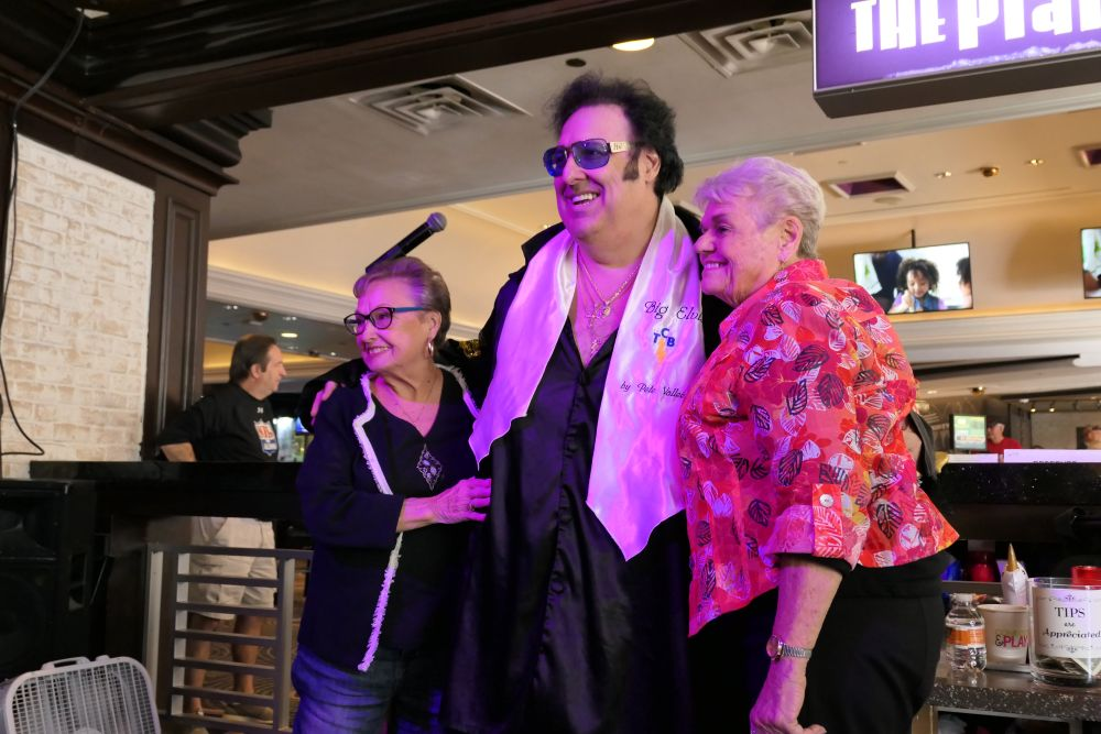 Big Elvis at The Piano Bar at Harrah's Casino