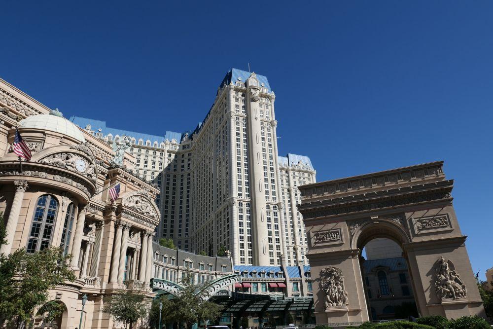 Paris Hotel en Casino met de Arc de Triomph