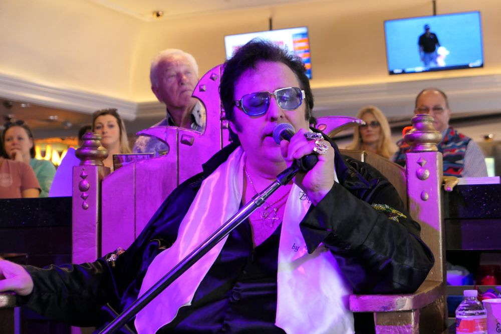 Big Elvis in actie, 100% genieten. Top entertainment