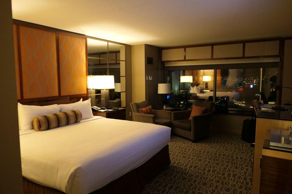 Mijn hotelkamer 320 op de 24ste verdieping van het MGM Grand met prachtig uitzicht