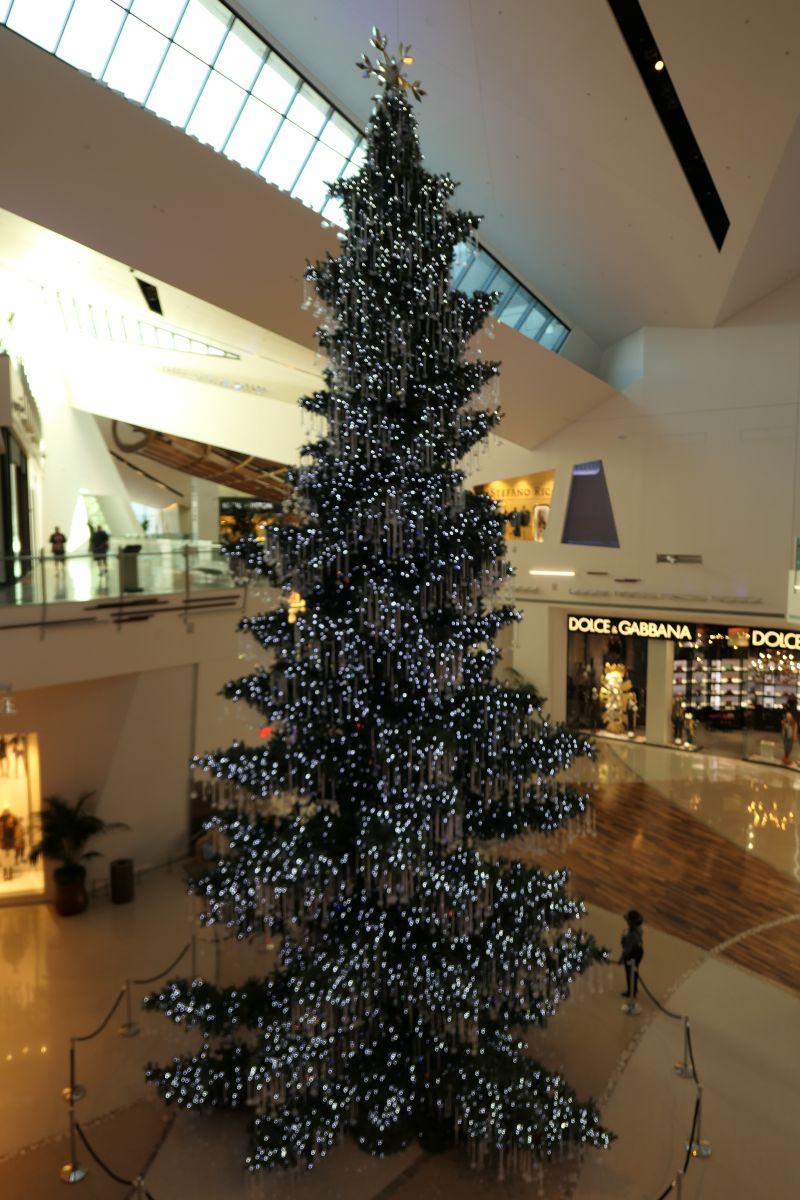 Kerstboom vol kristalen en lichtjes
