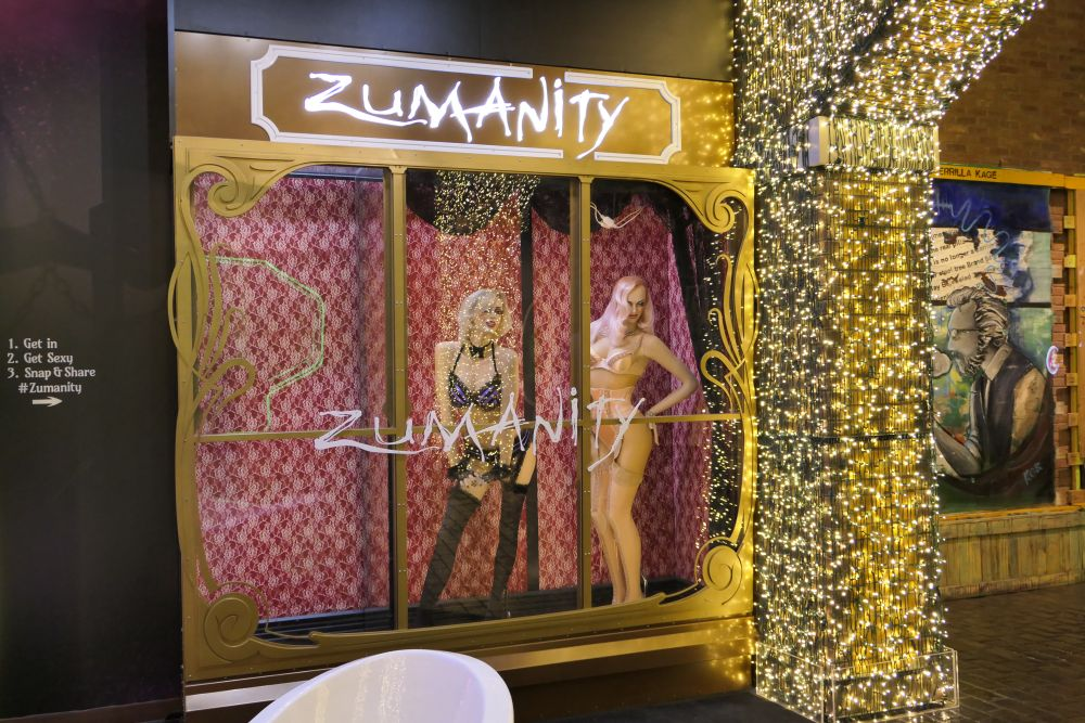 Zumanity Girls at NY - NY Casino
