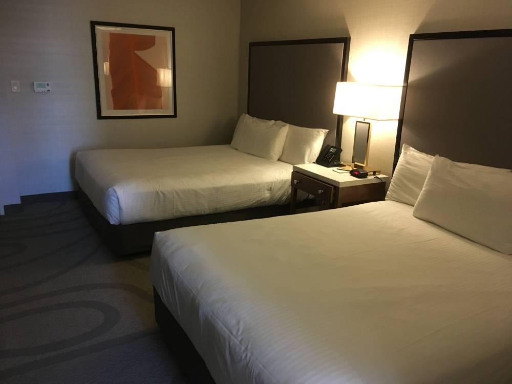 2 Queens bedden in mijn hotelkamer hotel California