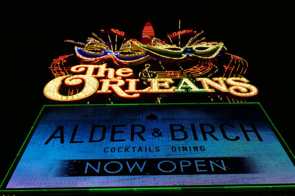 The Orleans Sign, heel kleurrijk