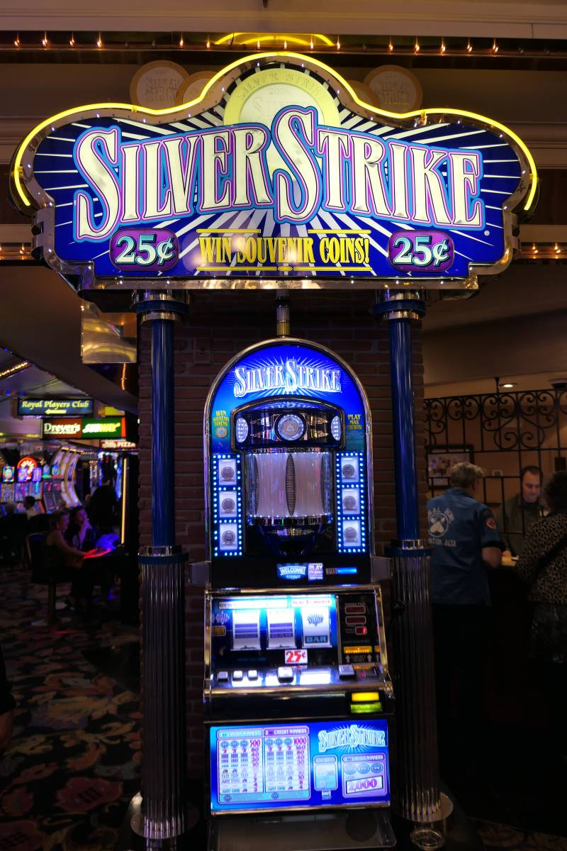 Silver Strike Slot Machine 4 Queens Casino Las Vegas
