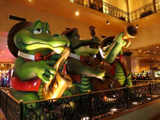 Leuke muzikale alligators bij ingang Orleans Casino