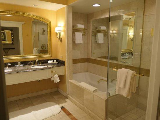 Mooie ruime badkamer suite Venetian Hotel