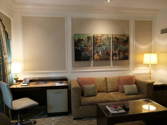 Zitgedeelte kamer Venetian Hotel