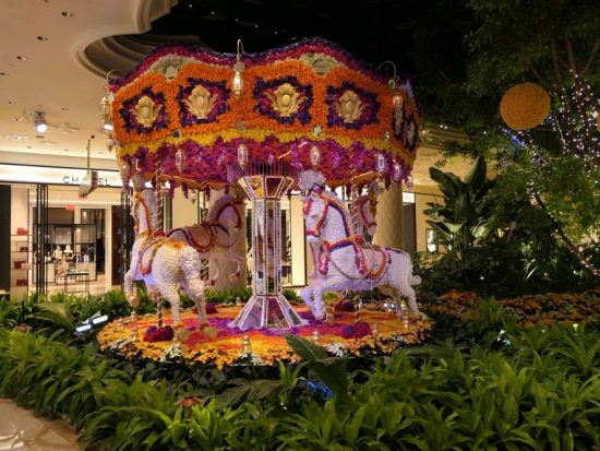 Bloem- en kleurrijke Carrousel