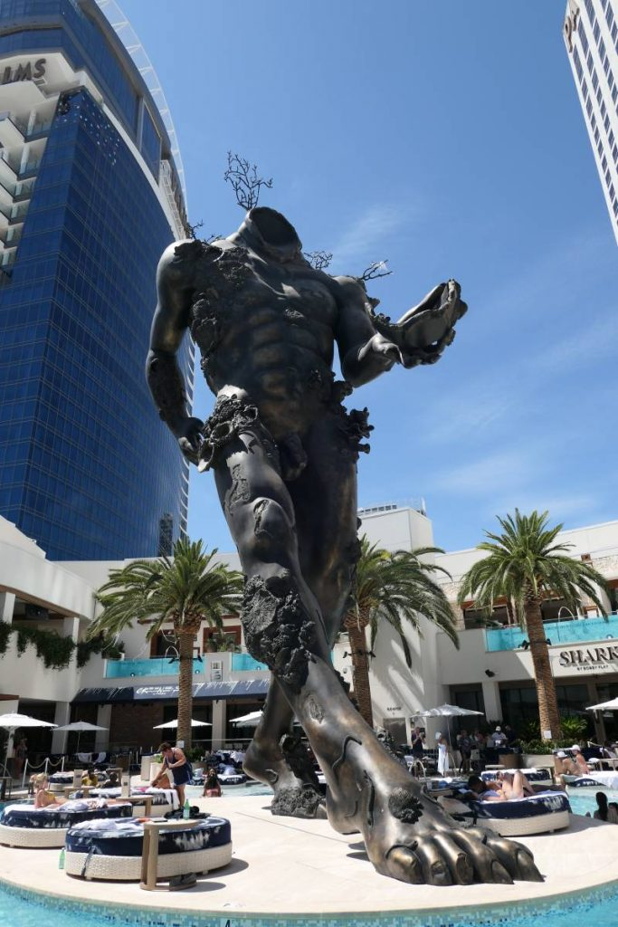 Sculpture Demon With Bowl van Damien Hirst
