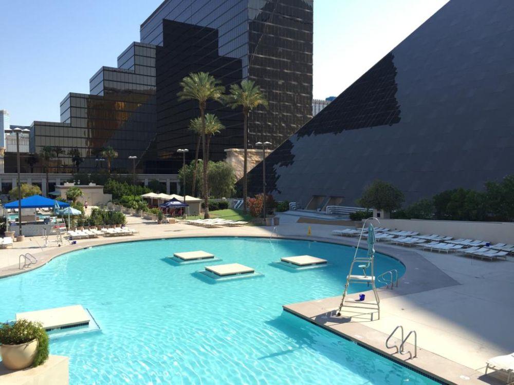 Zwembad Luxor Hotel en Casino