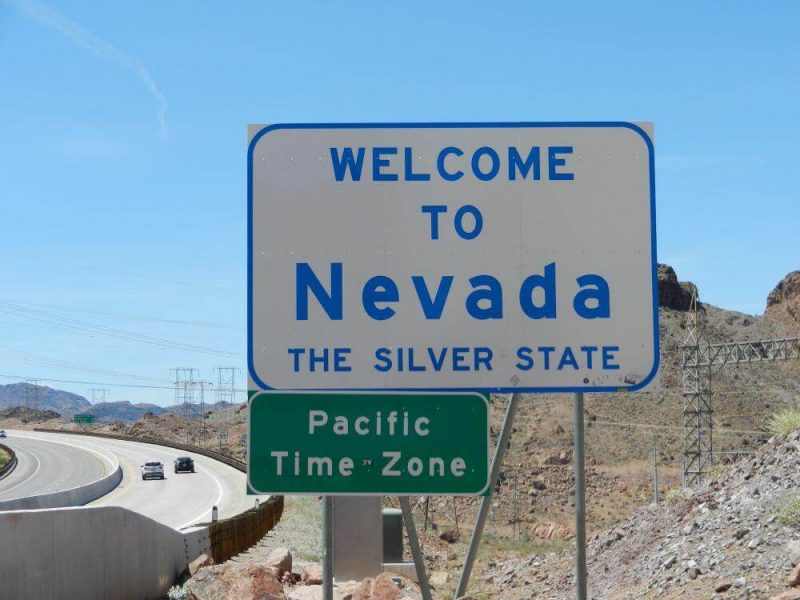 Bord ofwel Sign met tekst: Welcome to Nevda, The Silver State
