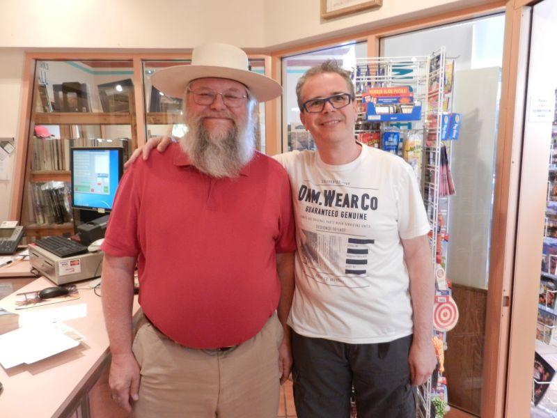LasVegasNic op de foto met Mark Hall-Patton, bekend van Pawn Stars